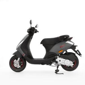 AAHScooters Piaggio Zip S _ Grijs_zijkant